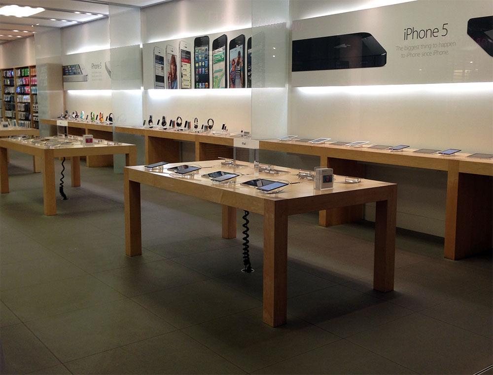 iPad in Apple Store